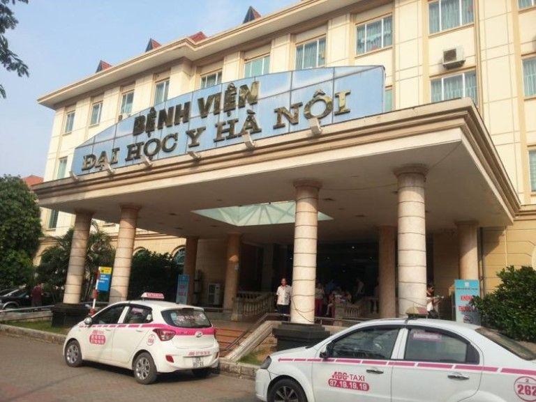 Bệnh viện Đại học Y Hà Nội nổi tiếng với đội ngũ y bác sĩ tận tâm, chuyên môn cao hàng đầu cả nước