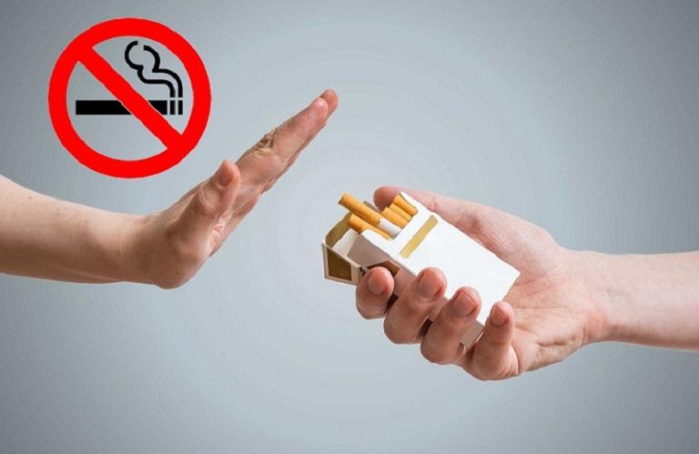Không nên tiếp xúc với thuốc lá để tránh hết kinh khi mới 30