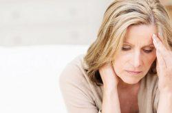 Mệt mỏi tiền mãn kinh là triệu chứng dễ gặp ở phụ nữ trung niên