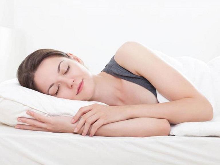 Ngủ đúng giờ, đủ giấc sẽ giúp cơ thể khỏe mạnh và sảng khoái.