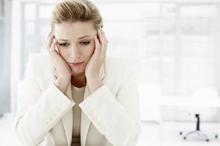 Nỗi lo của phụ nữ khi mãn kinh bị ra huyết trắng