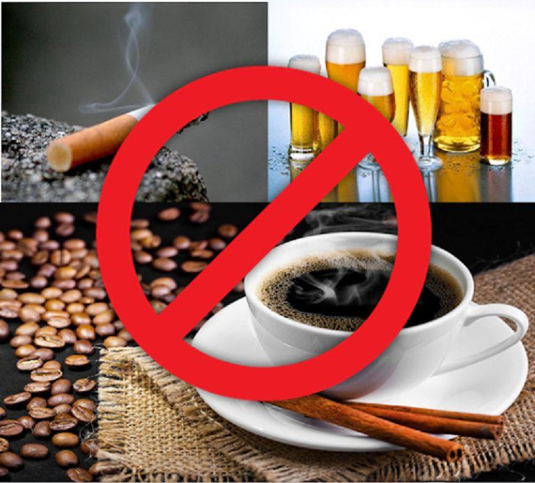 Những đồ uống, cất kích thích không tốt cho phụ nữ, có thể gây mãn kính sớm