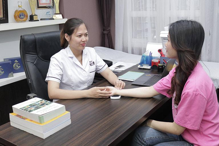Bệnh nhân yên tâm với đội ngũ bác sĩ nữ chuyên môn giỏi trong khám, chữa bệnh nội tiết