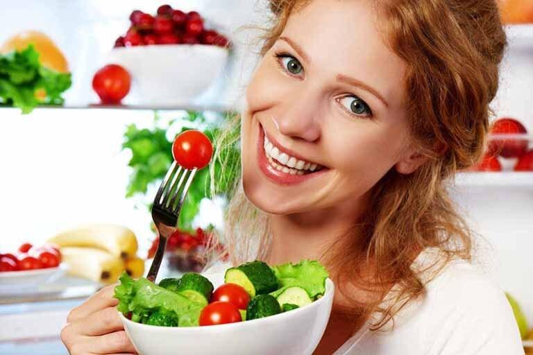 Không phải ai đến tuổi mãn kinh hoặc rối loạn nội tiết cũng cần dùng thực phẩm chức năng. Có thể bổ sung estrogen bằng cách điều chỉnh chế độ ăn uống hàng ngày