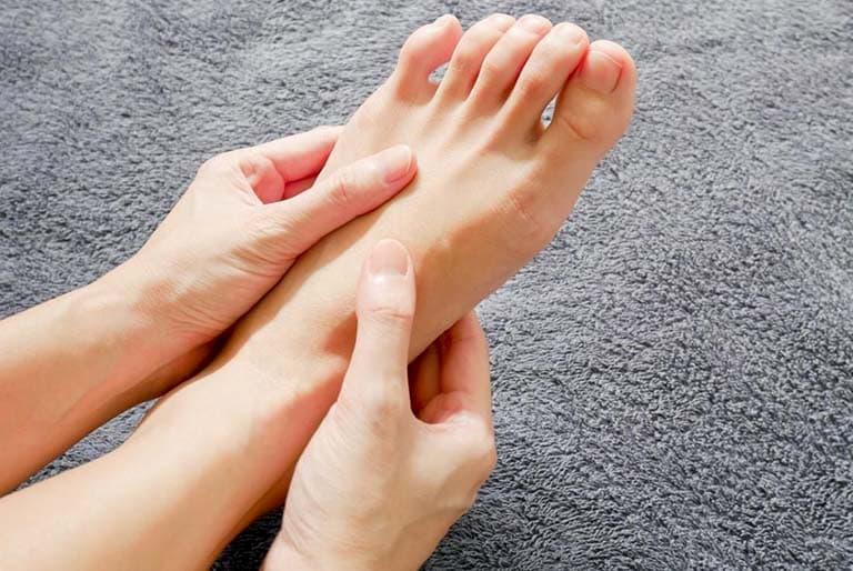 Phồng đĩa đệm có thể khiến người bệnh cảm thấy tê rần ở chân
