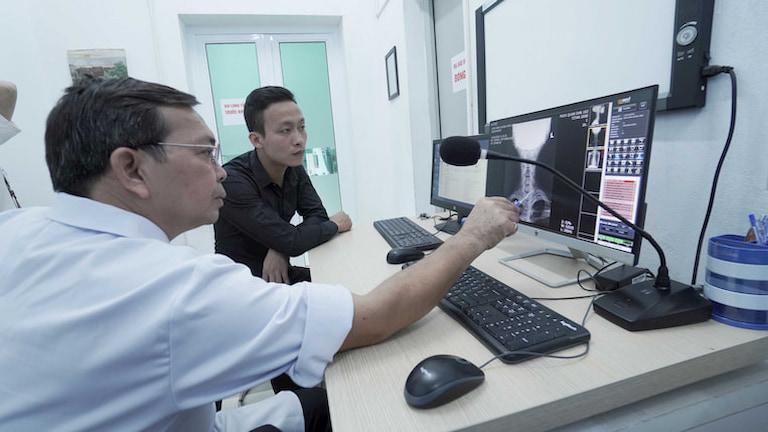 Kết hợp thăm khám Đông - Tây y nâng cao hiệu quả điều trị cho người bệnh