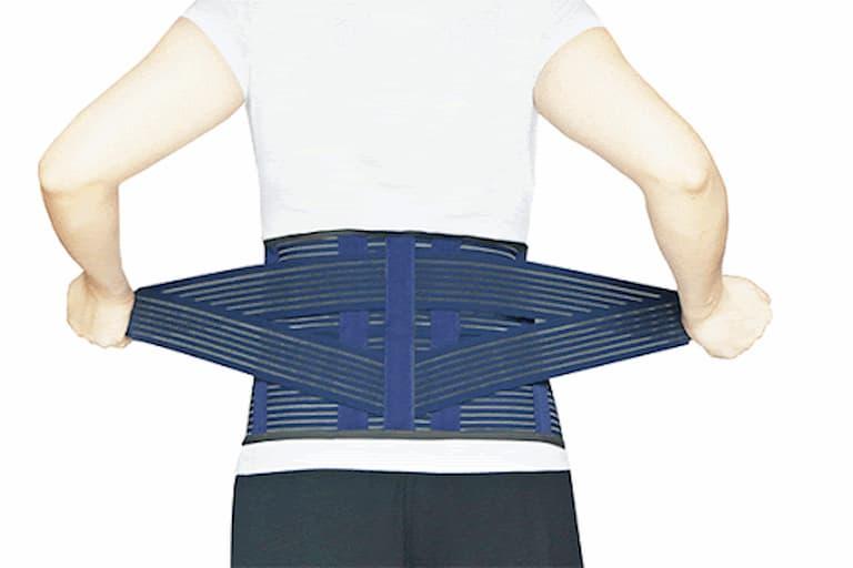 Người bệnh phình đĩa đệm có thể sử dụng các thiết bị hỗ trợ