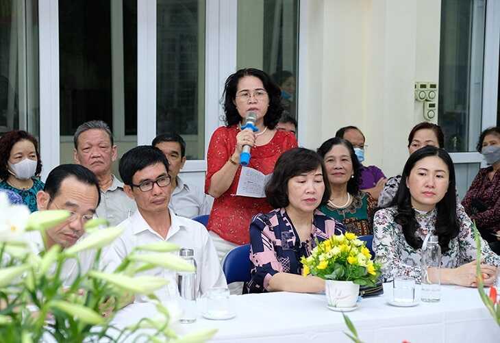 Cử tri nơi cứ trú phát biểu ý kiến nhận xét về GS.TS Nguyễn Thanh Long Ảnh:Trần Minh