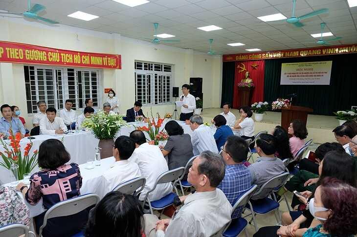 Các đại biểu dự Hội nghị lấy ý kiến nhận xét và tín nhiệm của cử tri nơi cư trú đối với GS.TS Nguyễn Thanh Long