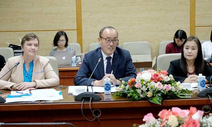 Ông Kidong Park - Trưởng Đại diện WHO tại Việt Nam trong buổi làm việc về vấn đề hợp tác y tế nói chung, vắc xin phòng COVID-19 và tiêm chủng tại Việt Nam