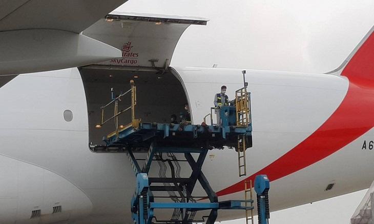Bắt đầu vận chuyển lô vaccine từ máy bay về Viện Vệ sinh dịch tễ Trung ương