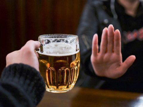 Rượu bia khiến các bệnh phụ khoa trở nên trầm trọng hơn